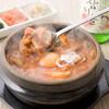 東京純豆腐 - 料理写真:ぐつぐつと煮えた鍋の中にはコラーゲンたっぷりの旨辛スープとヘルシーな具材が。