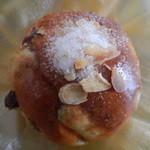 秀のパン工房 窯 - レーズンロール