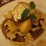 珈琲館 - カラメル林檎のホットケーキ セットで750円
