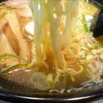 旭川らーめん えーやん - 塩ラーメンの麺
