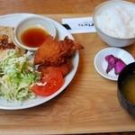 エンジョイ・カフェ - もち豚の生姜焼きと国産鶏の唐揚げ定食