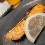 数馬 - 稀少な鮭児の焼き物