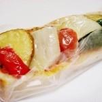 ブーランジェ・ルヴェ - 名前忘れちゃいましたが、ピザパン野菜のせ (^^