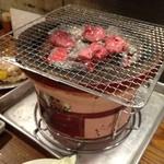 ホルモン焼肉 ぶち - たっぷり炭火七輪で焼こう!