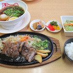 HIRO - ステーキ&ラーメンセット。ラーメン(塩or醤油)・200gステーキ・サラダ・おかわり自由のご飯で1,499円です。