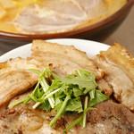 麺屋 開高 - らー麺とホエー豚丼のセット
