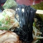 ら-めんもっちぃ - 黒ラーメンの炭を練り込んだ黒い麺