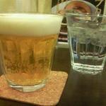 ベジスパ - グラスのビール\100(最初の一杯のみ)というサービス値段