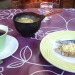 カフェユーライフ - 料理写真:カレリア・ピーラッカ+キャベツスープ+コーヒーのセット