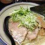 博多拉麺 KAZU - 火曜日限定 黄金の塩豚、特盛