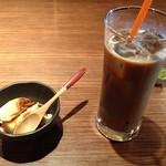 ナオライ - ランチ デザートとアイスコーヒー
