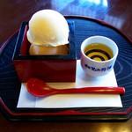 伏見夢百衆 - 清酒アイスクリーム(650円)