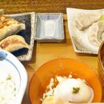 肉汁餃子製作所 ダンダダン酒場 - 焼餃子4個に水餃子3個のランチ680円