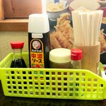食事処 やまよ - 卓上調味料(醤油、ソース、一味唐辛子、塩)