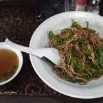 新華苑 - 料理写真:肉とピーマンの糸切り丼