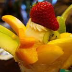 フルーフ・デゥ・セゾン - フルーツの種類豊富なフルーツパフェ♪