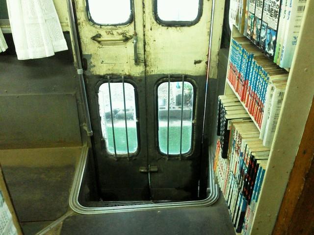 バスの終末車両を店舗に♪『カレーラーメ...