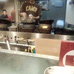 野菜を食べるカレーcamp - 大きな鍋で調理中