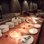 ピッコリ - ピッツァは焼きたて食べ放題。