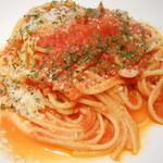 ビアンキカフェ&サイクルズ - トマトソースのスパゲティ