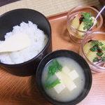 松川温泉 峡雲荘 - ごはん(あきたこまち)お味噌汁(薄味)