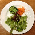 16929773 - 生ウニのトマトクリームスパゲッティ 1200円 のサラダ