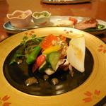 ビストロ割烹 つちだ - サーモン、ホタテ、カニなどの前菜