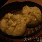 16963944 - 点心長 梁さん手造り 自家製豚まん(2個)(¥650)