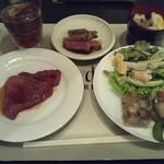 ヴェルデュール - ローストビーフやステーキはカットサービスをしてくれます。