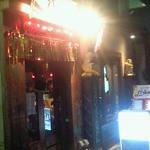 ガムランディー - 「屋台居酒屋」の名前どおりのドメスティックな雰囲気が出ています