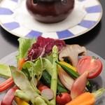 "ARTIGIANO 匠 - 料理写真:年間通して、旬のお野菜が約20種類食べられる定番メニュー""バーニャカウダ"""