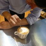 CAFE FIKA - 描いています