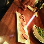 170774 - 黒ベーコンの炙り寿司(炙り中)