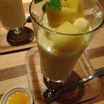 ドリンクドランク - (*≧ω≦*) 完熟マンゴーとバレンシアオレンジのスムージー(マンゴージャム付き):780円:オレンジ、マンゴーの使用量200gだなんてたまりません♬