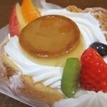 シャトレーゼ - 料理写真:シャトレーゼの商品でいちばん喰ってんのがコレ…『フルーツプリンアラモード』。