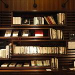 伊右衛門サロン - お茶に関連した様々な書籍もご用意しております。