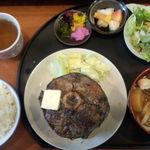 17043977 - まぐろステーキ定食(上方から)