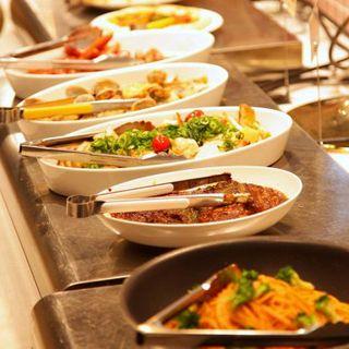 旬な野菜をふんだんに使用した和食や、シェフが腕を振るう洋食が食放★ドリンクバー付!ランチは1680円◎