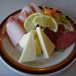 いかりやレストラン デミタス - ハム・サラミ・チーズ盛り合わせ