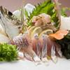 ひょうたん島 - 料理写真:活アジお造り:3年~5年物 長浜肘川で獲れた関あじにもまさるといわれる瀬あじです。