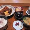 ひさやま寿司 - 料理写真:日替わり定食はメインの料理に刺身と小鉢、茶碗蒸しお味噌汁で850円です。