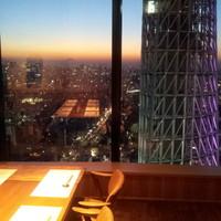 スカイツリー、東京タワー、ゲートブリッジを一望。