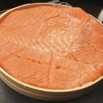 17100263 - 笹をとって容器に戻した鱒寿司