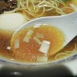 めじろ - 特上醤油ラーメンのスープ