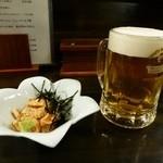 はつ花 - 料理写真:お通しの鳥わさと生ビール