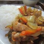シェムリアップ - 鶏肉カレー風味炒めのアップ・・・