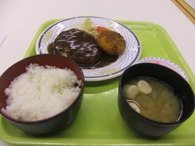 https://tabelog.ssl.k-img.com/restaurant/images/Rvw/17122/640x640_rect_17122526.jpg