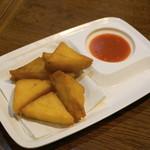 ノング インレイ - 揚げシャン豆腐、シャン豆腐はレンズ豆の豆腐