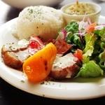 17129536 - ローストポークとパプリカのグリルライスプレート - ハニーマスタード -                                              これぞカフェごはん。                       厚切りの豚がおいしい。                       ポークとパプリカのグリル、海老とアボカドのタルタル、サラダ、ライス。