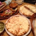 インドレストラン ナンハウス - ここのチーズナンは少し甘くて最高。